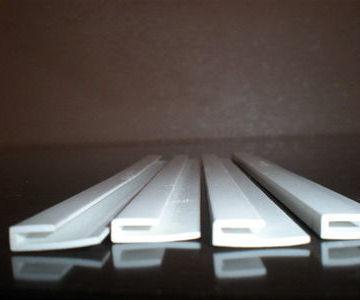 Профиль ПВХ Дисплей (аналог №235) белый, паз 1,5мм, 3 м